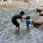 夏の子ども水遊び―平塚総合公園